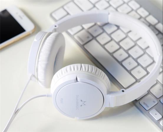 """Sluchátka """"P22C"""", bílá, s mikrofonem, ovladačem hlasitosti, SOUNDMAGIC"""